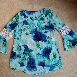 NWOT Zac & Rachel floral and lace bell sleeve top
